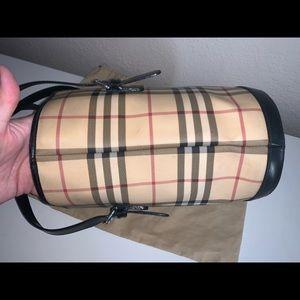 Burberry Bags - Authentic Burberry nova check bucket shoulder tote